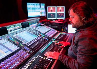 El técnico de monitores Louis-Philippe Maziade. Foto: Jay Blakesberg.