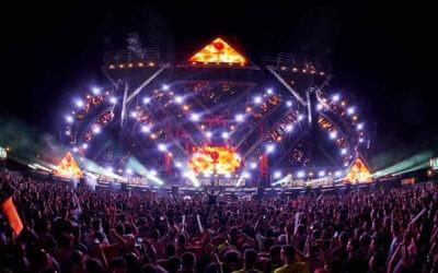 """340.000 vatios de sistemas de la Familia LEO en el escenario principal de """"A Summer Story""""Fluge Audiovisuales suministró el equipamiento de sonido, iluminación y vídeo para los cuatro escenarios del festival"""