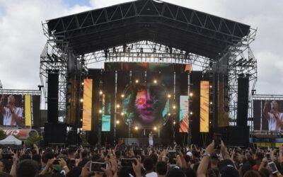 """Bad Bunny y Becky G hicieron bailar a Canarias con la Familia LEOLa compañía Audiovisuales Canarias fue la encargada de suministrar el equipamiento de sonido e iluminación para el festival """"Canarias Baila"""""""